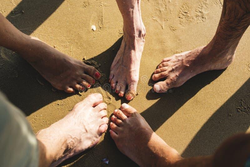 资深朋友以一团队海滩的 库存图片