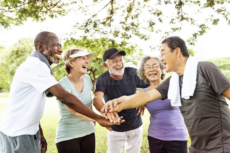 资深退休行使统一性概念的小组 免版税库存图片