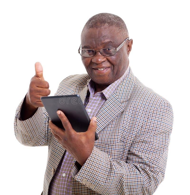 资深非洲人片剂个人计算机 库存图片