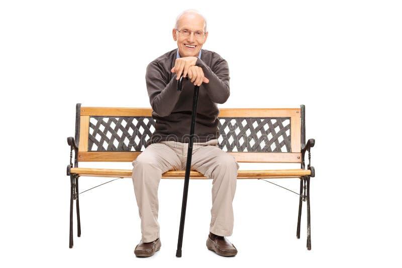 资深绅士坐一个长木凳 库存图片