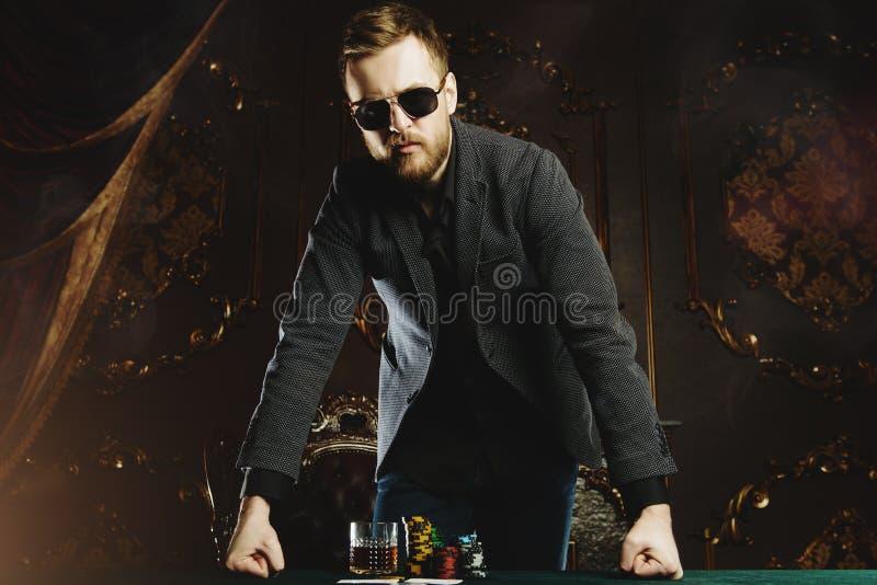 赌博为人的金钱 免版税库存图片