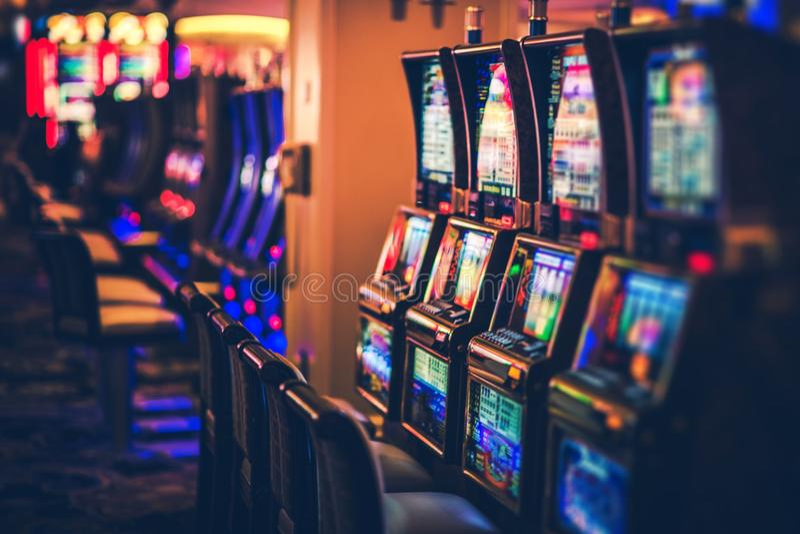 赌博娱乐场老虎机行  库存图片