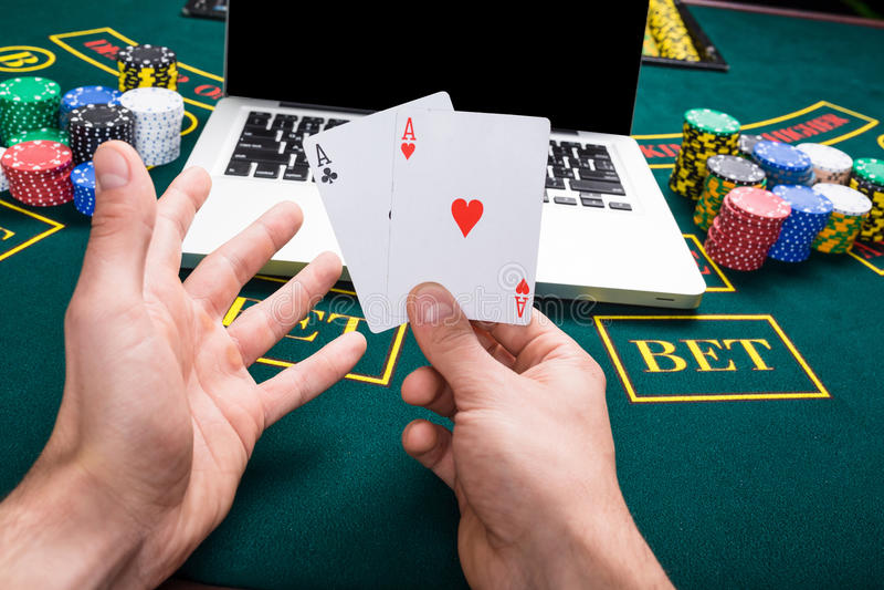 赌博娱乐场,在网上赌博,技术和人概念. 绿色, 运气.
