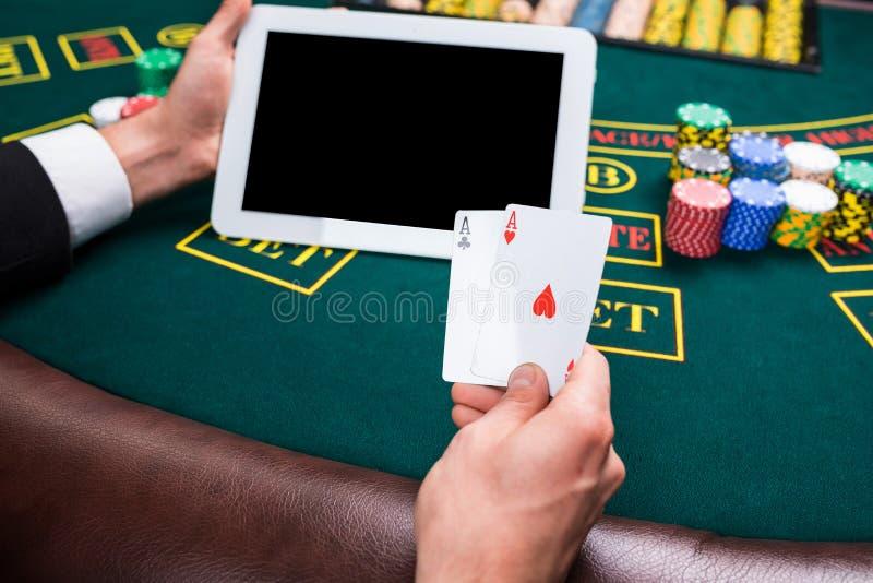 赌博娱乐场,在网上赌博,技术和人概念 免版税库存图片