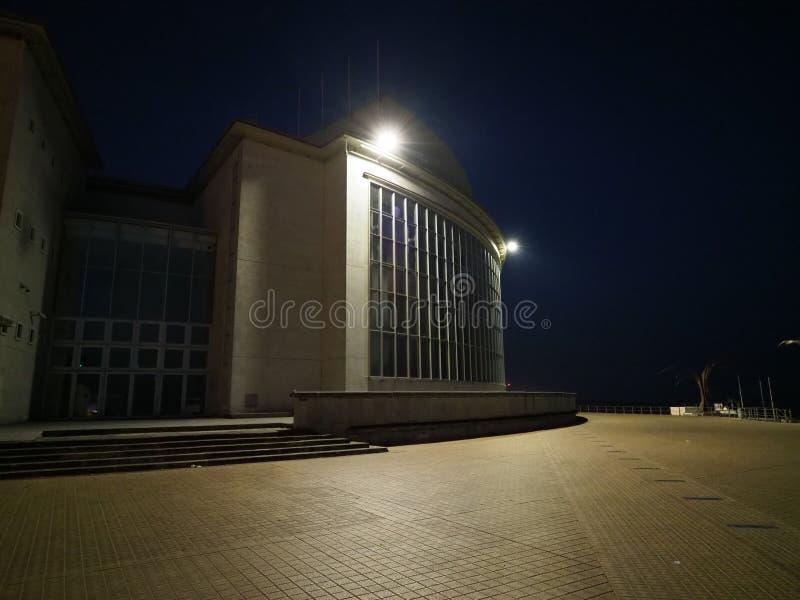 赌博娱乐场Kursaal和奥斯坦德离开的街道的图象清早 库存图片