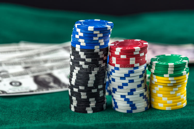 赌博的金钱芯片 免版税库存图片