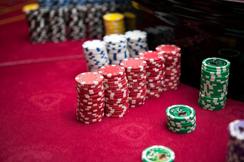 赌博的,轮盘赌,啤牌芯片 免版税库存图片