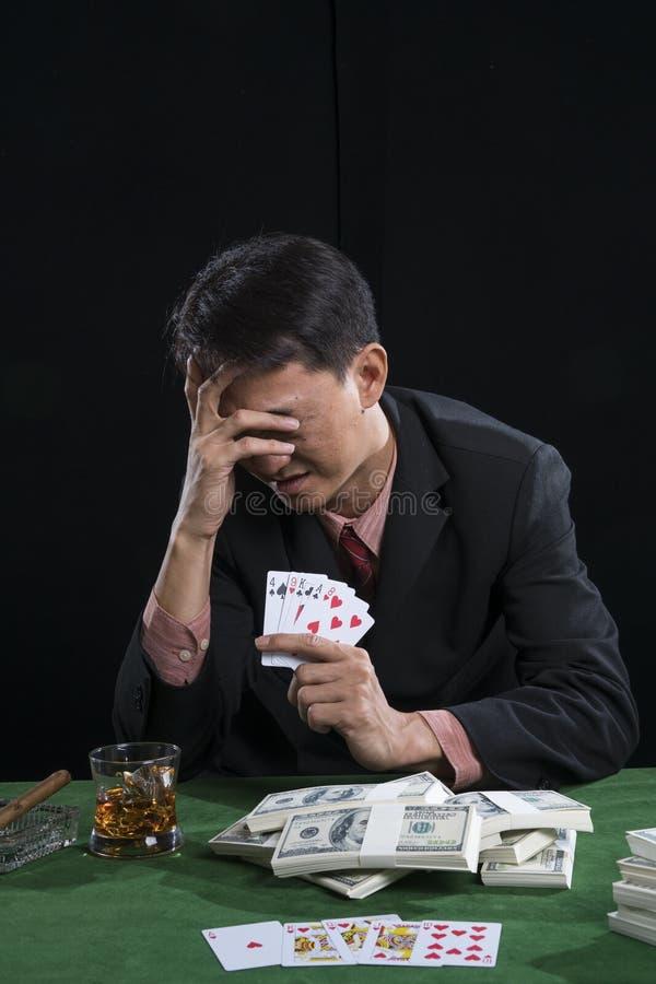 赌客使用了一只手与重音的面孔,当他def 库存照片