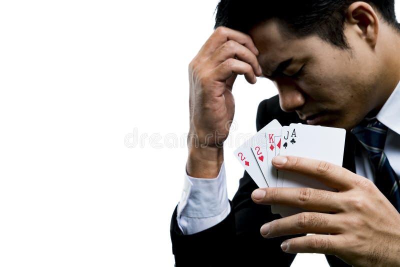 年轻赌客的关闭使用了一只手与str的面孔 免版税库存图片