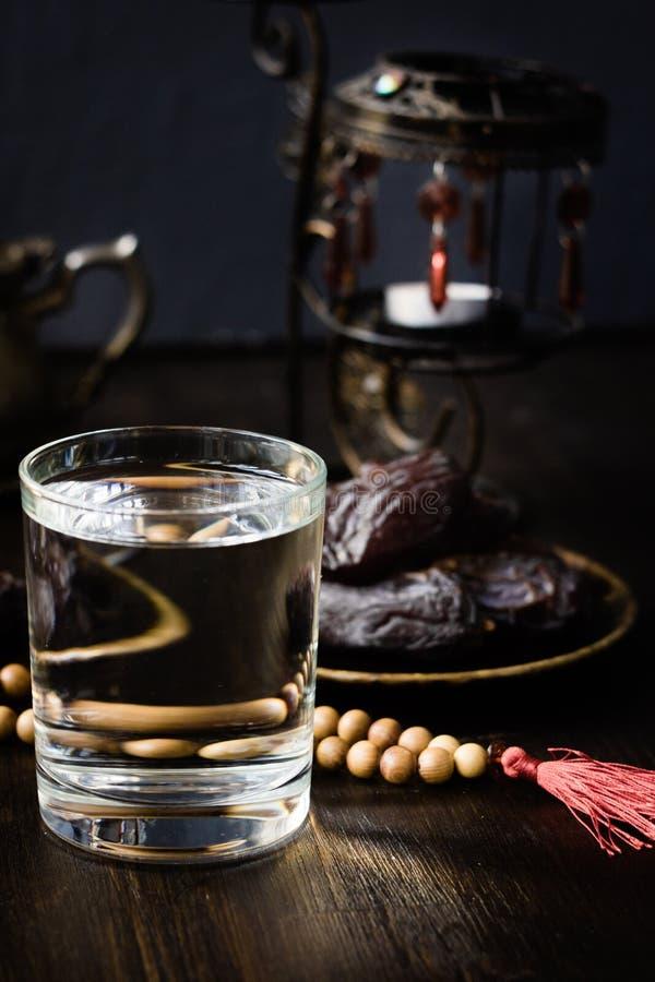 赖买丹月的Iftar水斋戒开头 库存图片