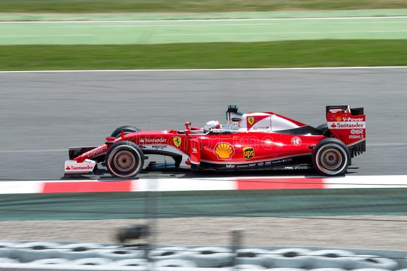 赛巴斯蒂安・维泰尔驾驶在轨道的法拉利车队汽车西班牙一级方程式赛车的格兰披治在Circuit de Catalunya 免版税库存图片