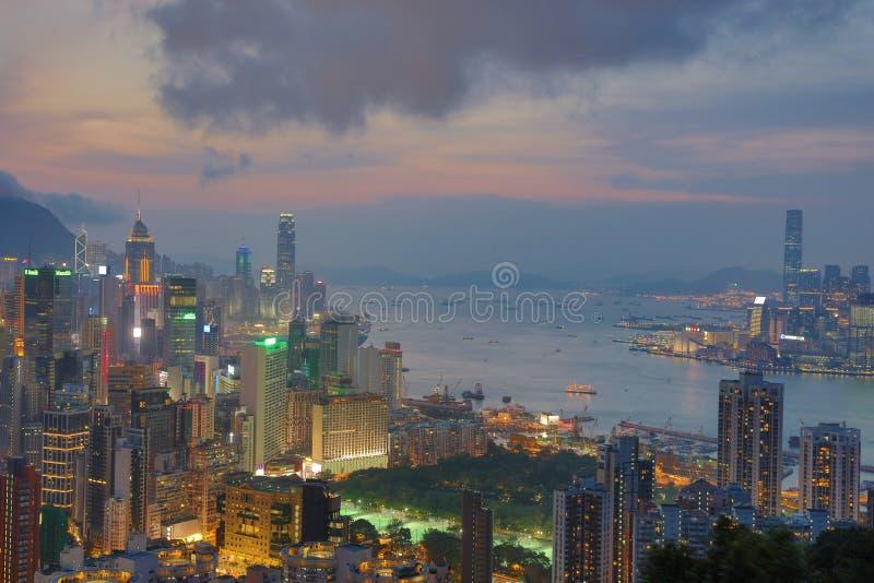 Download 赛西尔的香港Ride先生景色 编辑类照片. 图片 包括有 拱道, 城镇, 未来派, 晚上, 横向, 建筑 - 59110761