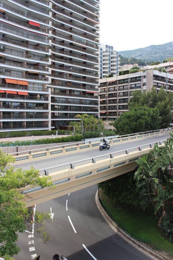 赛跑在桥梁的摩托车 库存照片