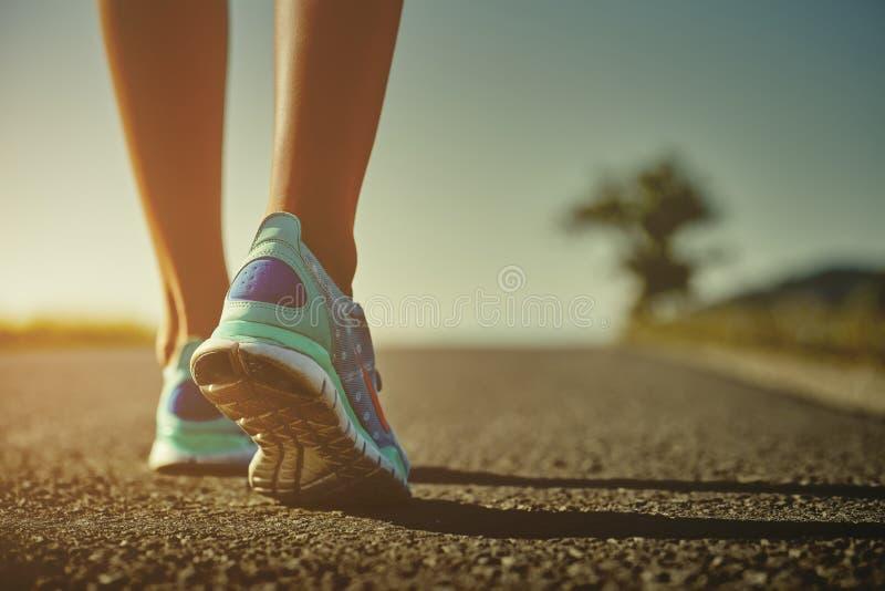 赛跑者脚和鞋子 免版税库存照片