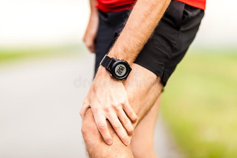 赛跑者腿膝盖痛苦伤害 免版税库存图片