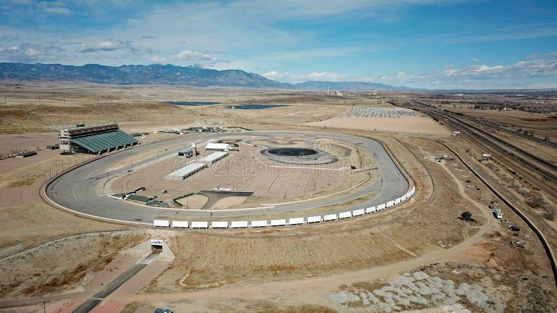 赛马跑道在科罗拉多沙漠 免版税库存照片