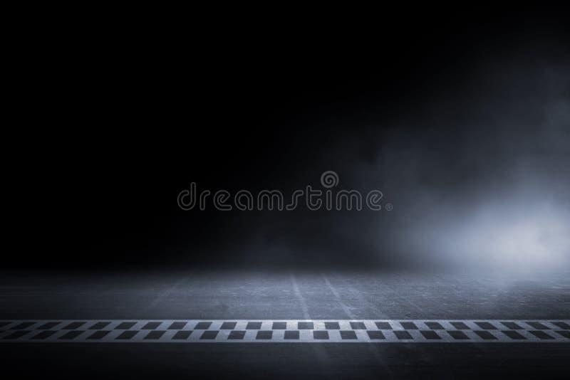 赛马跑道赛跑在夜的终点线 免版税图库摄影