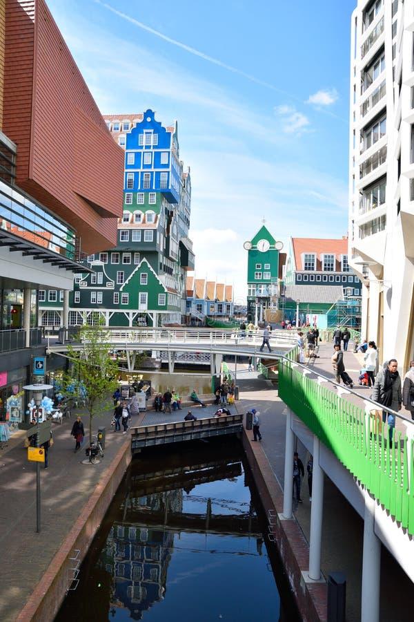 赞丹,荷兰设计通过合并Zaan地区的传统建筑学吸引客人 库存照片