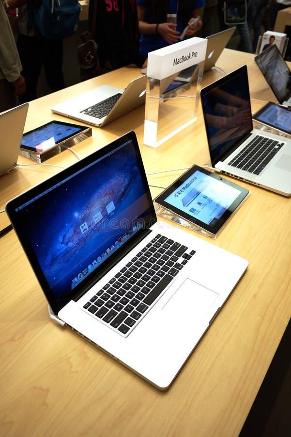 赞成苹果macbook 皇族释放例证
