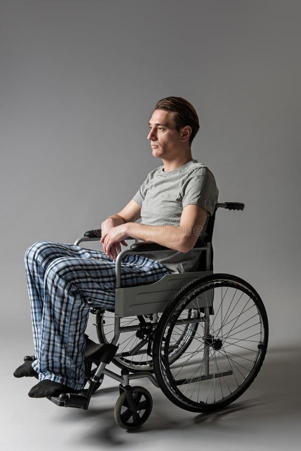 赢得在扶手椅子的不快乐的人席位 免版税库存照片