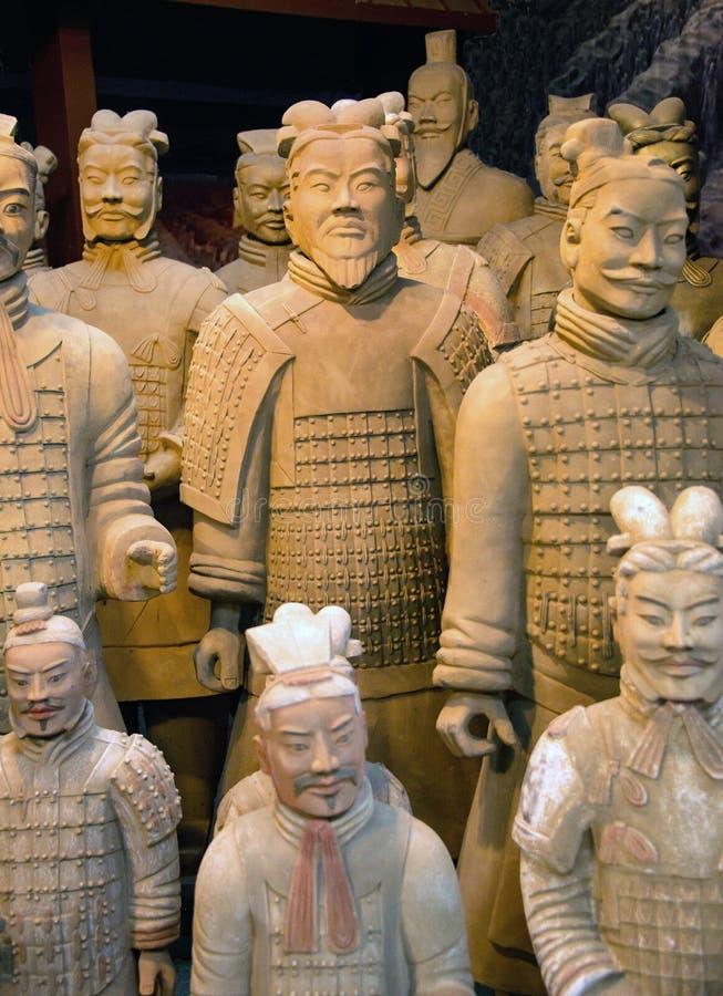 赤土陶器战士与实物大小一样的复制品雕象待售在中国市场北京,中国上 免版税库存图片