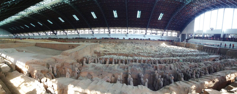 赤土陶器战士的全景图片,西安,中国 图库摄影