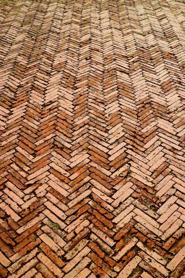 赤土陶器砖路减少的透视在南,北部地区,泰国奥尔德敦  库存图片