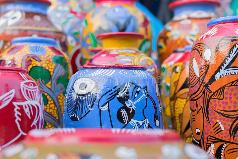赤土陶器罐,印地安工艺品公平在加尔各答 免版税库存图片