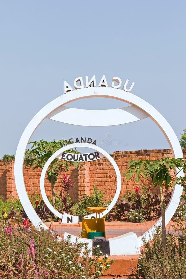 赤道横穿标志纪念碑在乌干达 图库摄影
