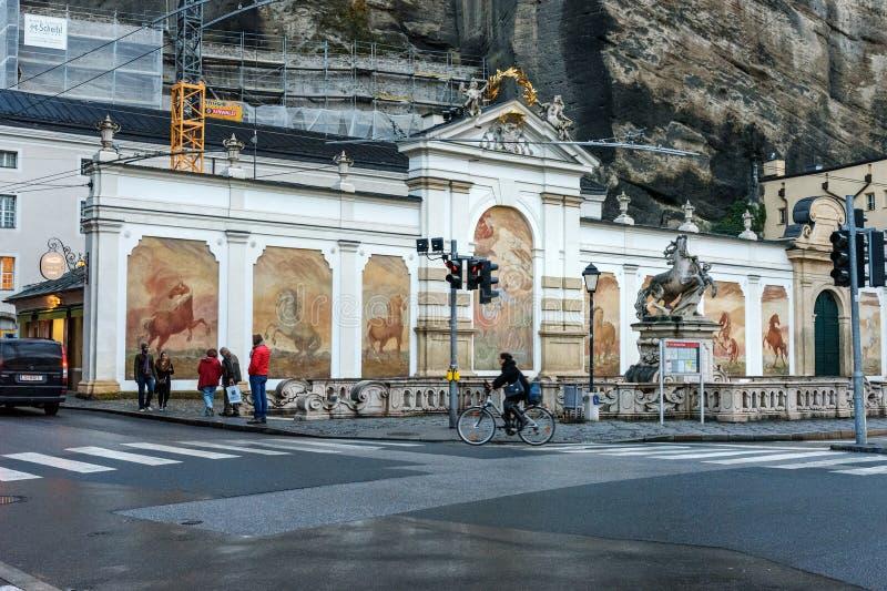 赫伯特・冯・卡拉扬的普拉茨饮马池或卡拉扬广场在萨尔茨堡 奥地利 库存照片