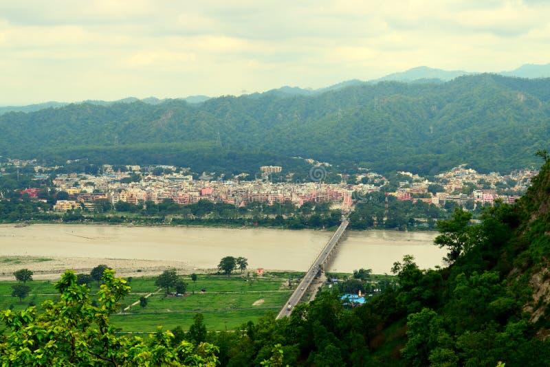 赫尔德瓦尔镇从Chandi Devi寺庙的 库存图片