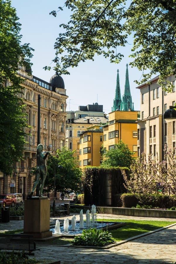 赫尔辛基广场和雕象 库存图片