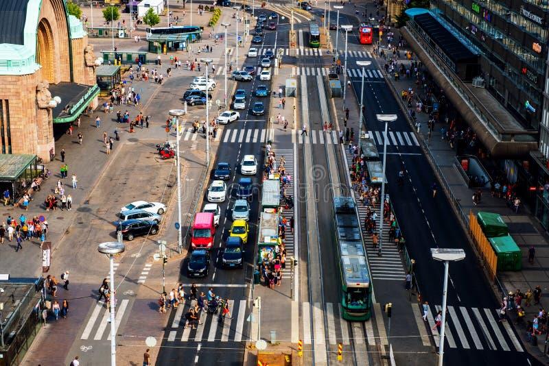 赫尔辛基的市中心芬兰的首都 人、汽车和电车交通 免版税库存图片