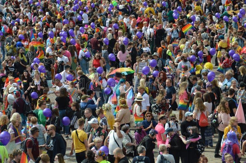 赫尔辛基自豪感2019年-在枢密院广场会集的大人群 免版税库存照片