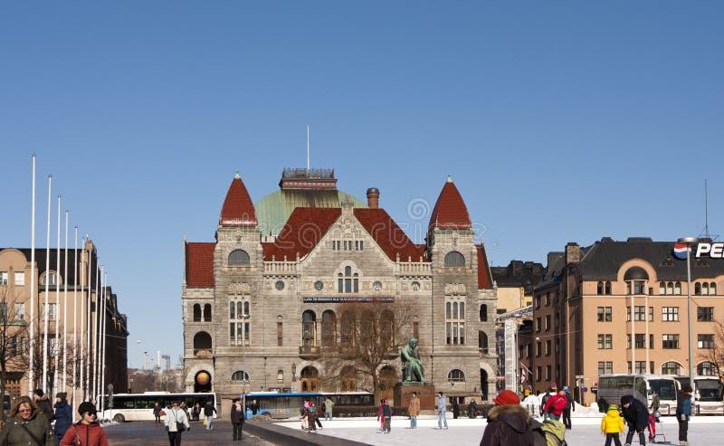 赫尔辛基,芬兰- 2013年3月17日:中心广场的滑冰场在冬天 免版税库存图片