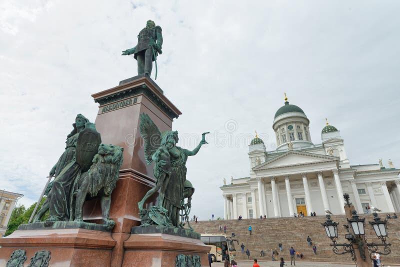 赫尔辛基,芬兰- 2017年7月3日:在主要squa的游人步行 免版税库存图片