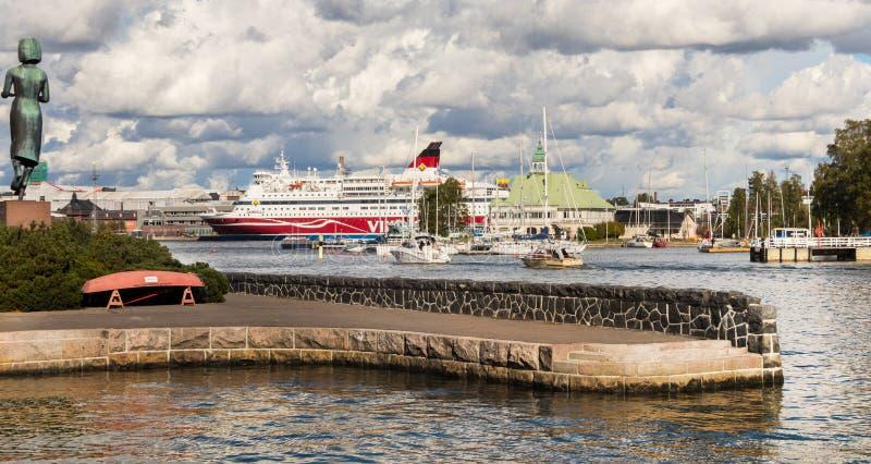 赫尔辛基/芬兰–09-16-2018:芬兰赫尔辛基的赫尔辛基全景、南港和渡轮 免版税图库摄影