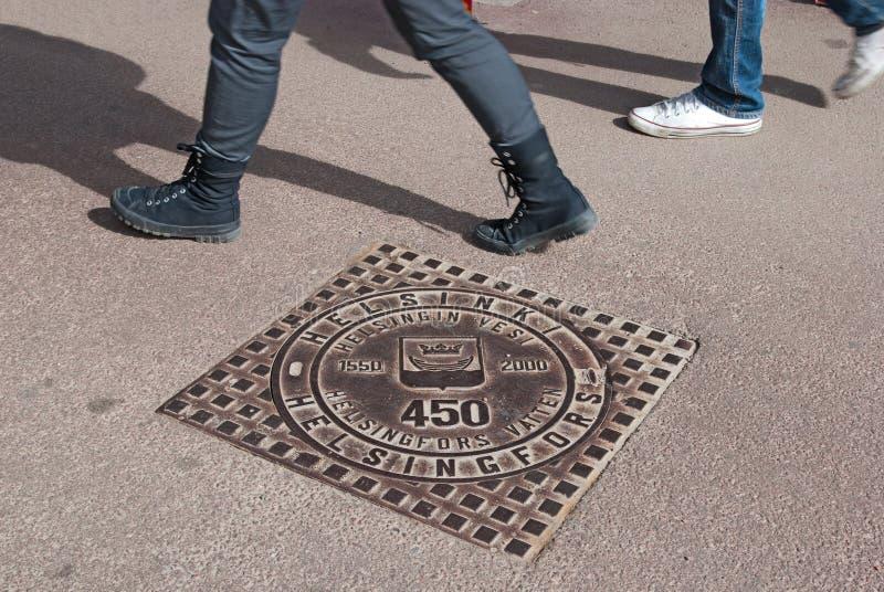 赫尔辛基 芬兰 Menhole盖子 库存照片