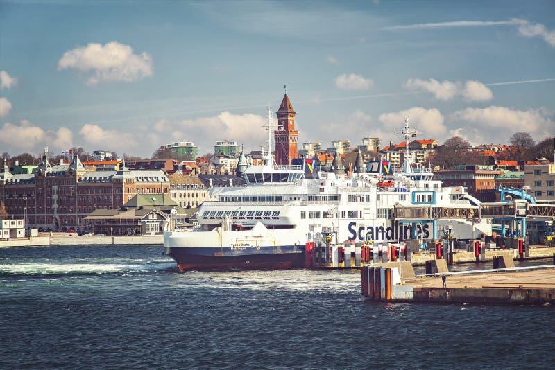 赫尔辛堡轮渡口岸 库存图片