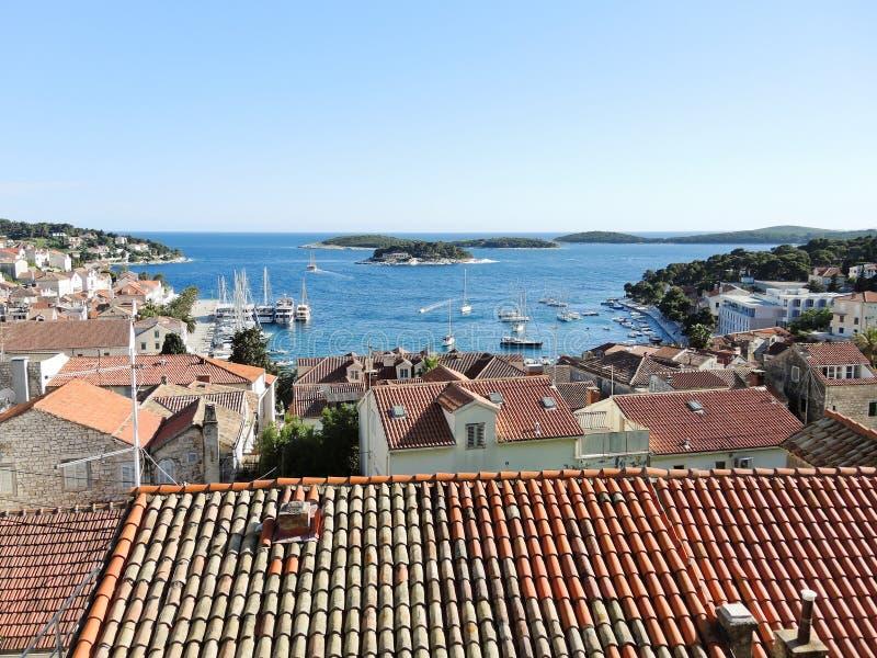 赫瓦尔岛镇看法在海岛上的在亚得里亚海 库存图片