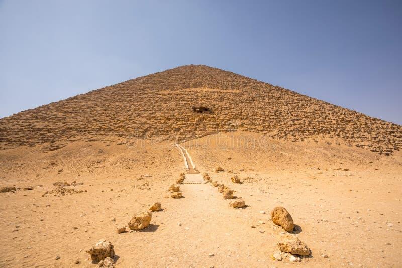 代赫舒尔红色金字塔在吉萨棉,埃及 免版税库存图片