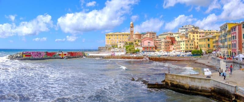 赫诺瓦Nervi Porticciolo -利古里亚市五颜六色的意大利人里维埃拉风景-意大利 免版税库存图片