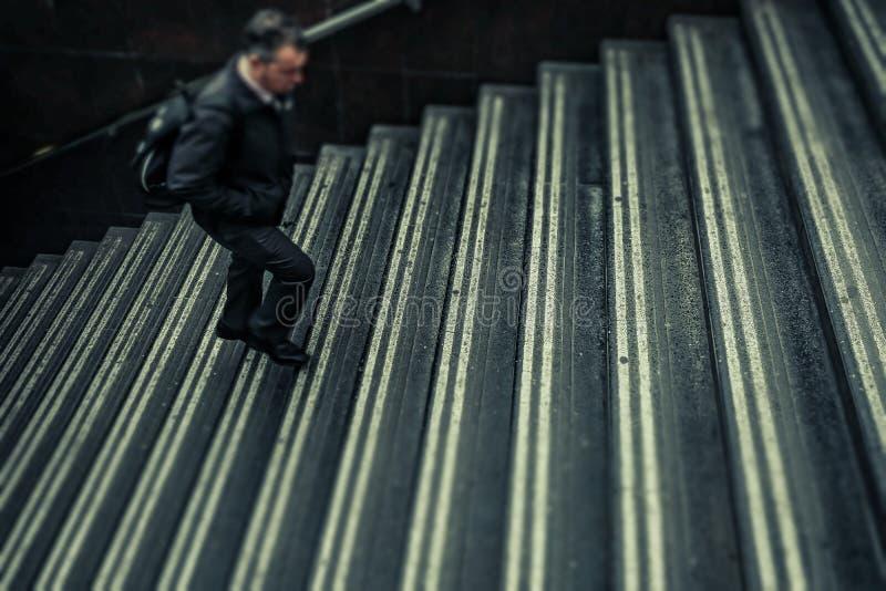 走台阶的匿名人 库存照片