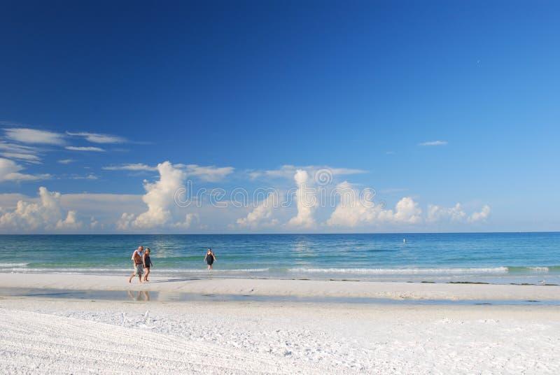 走在午睡海滩 库存图片
