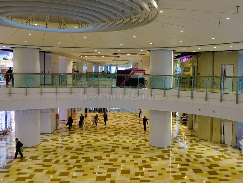 走在商城的人们在香港 库存照片