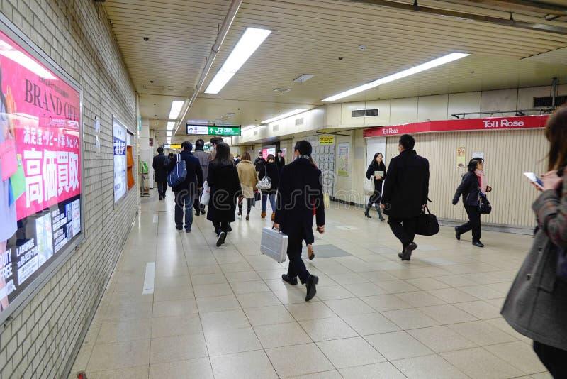 走在商城的人们在大阪,日本 免版税库存图片