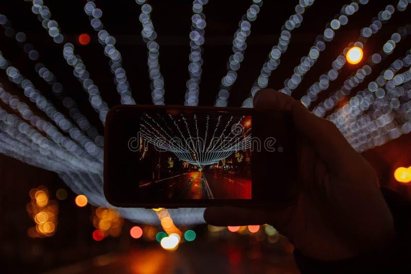 走在城市附近在晚上 库存图片