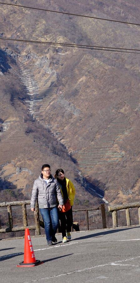 走在山的人们在日光,日本 库存照片