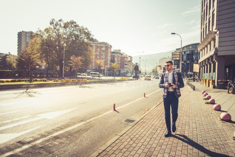 走在市中心的都市人 免版税图库摄影