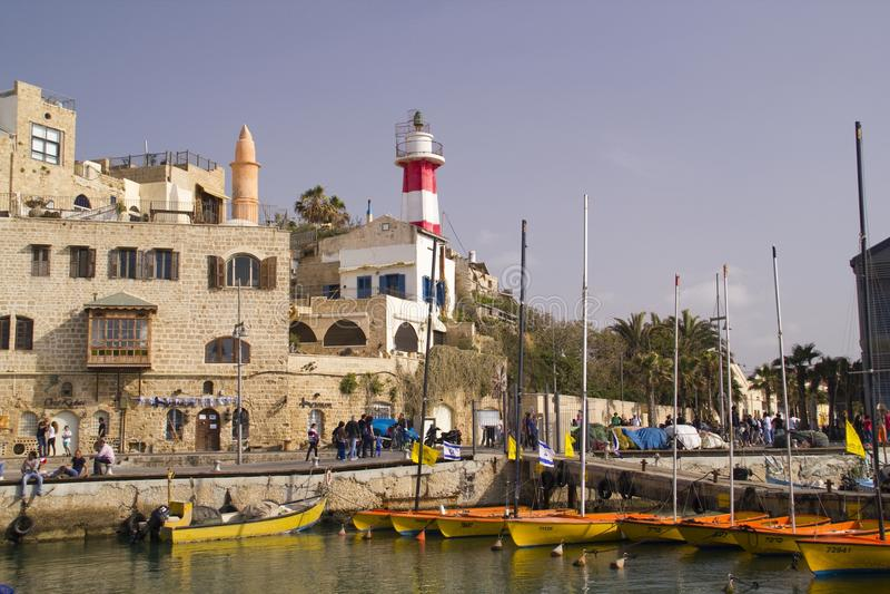 走在老贾法角口岸的人们。以色列 库存照片